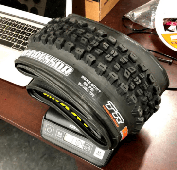 maxxis-aggressor-29-2.5-owt-tubeless-ready-tire-actual-weight