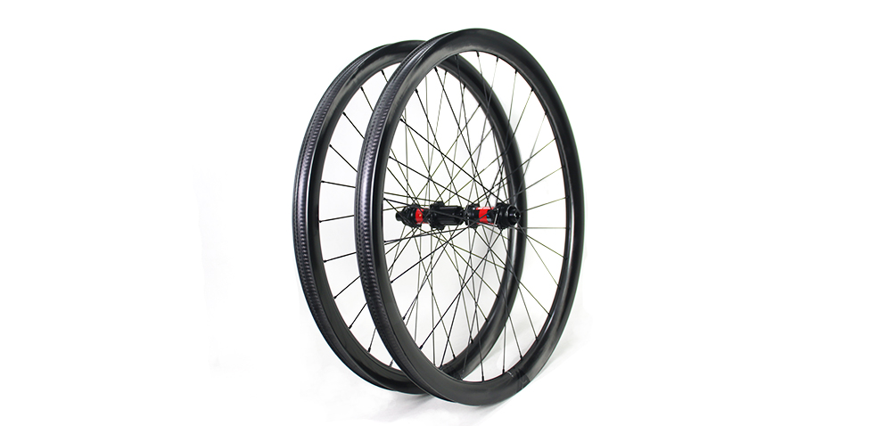 gravel wheels with DT SWISS hubs