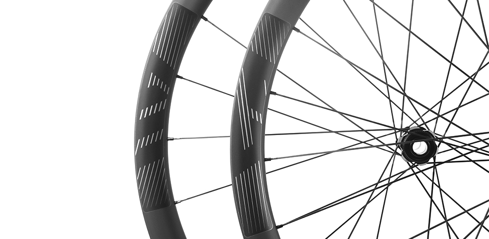gravel oriented carbon road wheels and rims