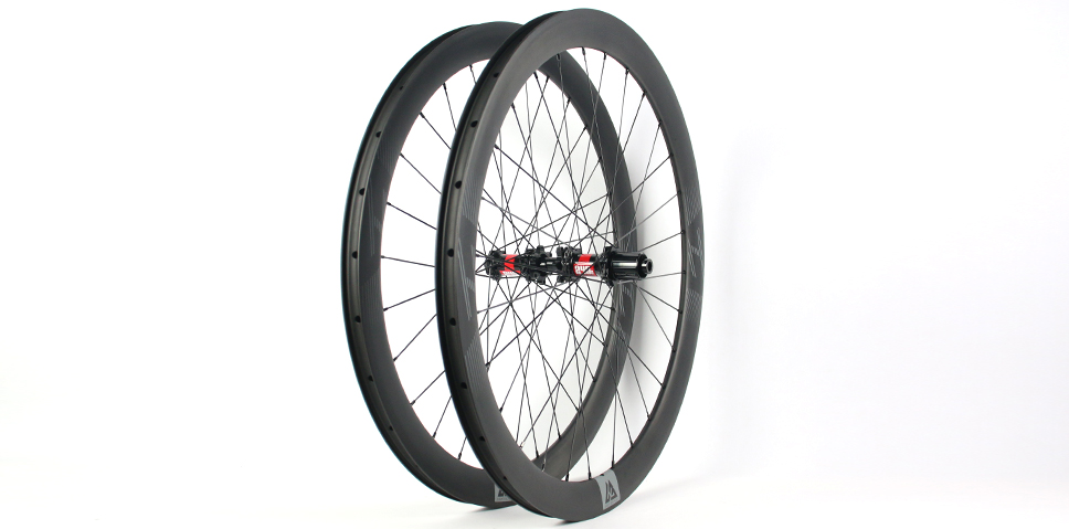medium depth stable carbon road wheels and rims