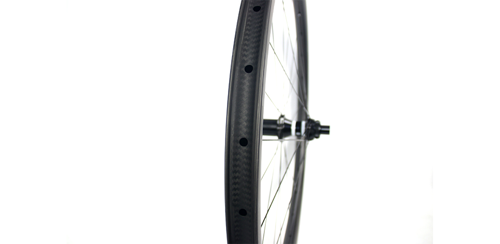DT SWISS EXP freehub available with wide carbon wheels