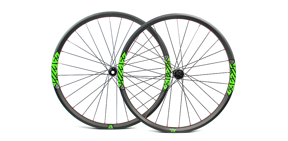 59a66d163c9 beadless carbon 650B mountain bike wheelset with 35mm wide tubeless ...