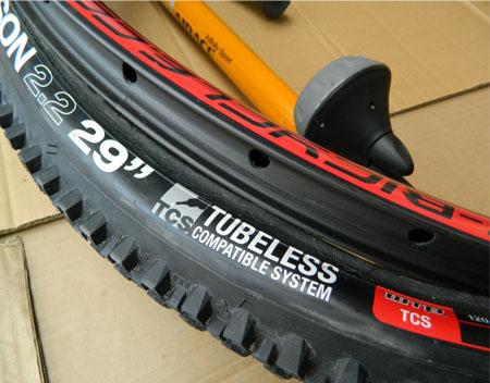 hook less 29er rim and tubeless tire