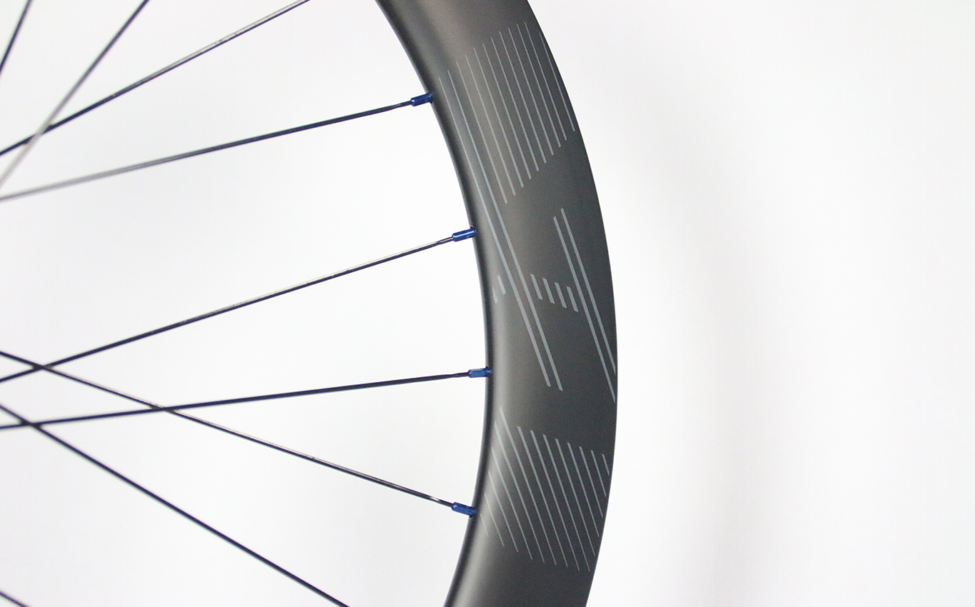R55-55mm-road-700c-carbon-rim-stealth-decals