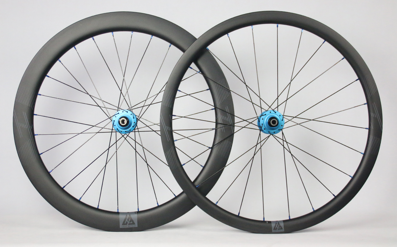 super-light-700c-carbon-wheelset-35mm-deep-front-55mm-deep-rear