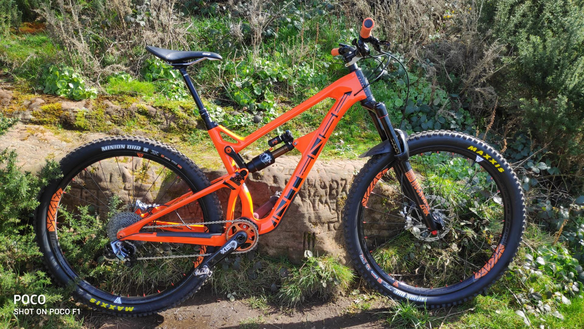 light-bicycle-lb-am930-paintless-recon-pro-carbon-wheels-on-intense-carbine-pro-full-suspension-enduro-bike-29c