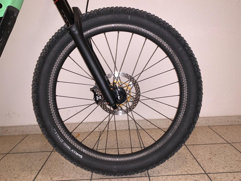 Specialized-Kenevo-eBike-front-wheel-with-12k-rim