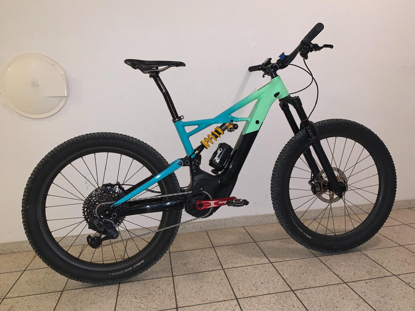 Specialized-Kenevo-eBike-green-and-blue-gradient-with-LB-rims