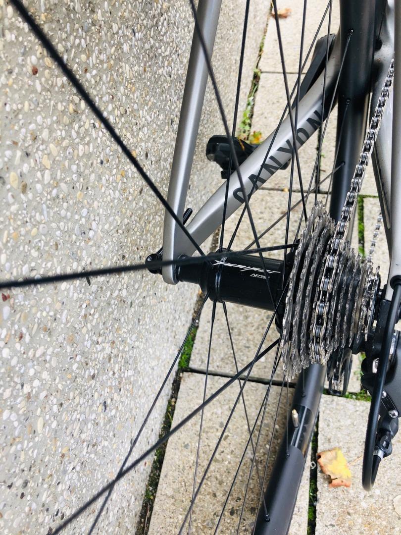 r55-carbon-700c-road-rear-rim-2-to-1-spoke-pattern