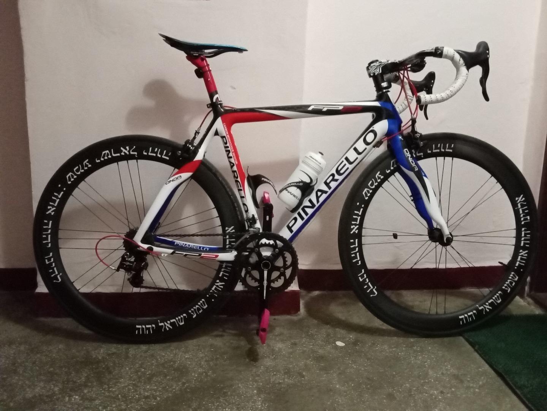 pinarello-fp2-on-55mm-carbon-wheels-campagnolo-g3-lacing