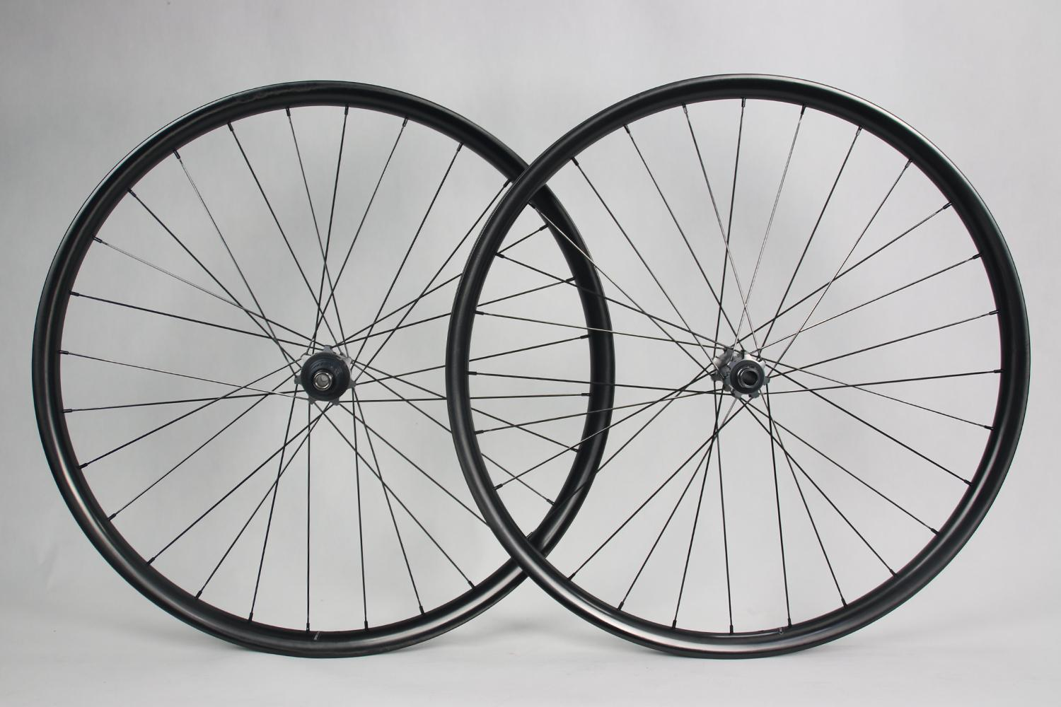 am930-paintless-mtb-carbon-wheelset-with-shimano-xtr-boost-hubs