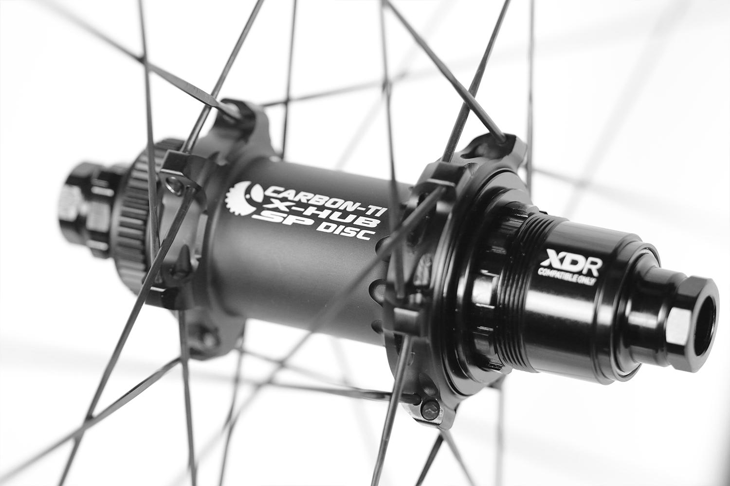 light-bicycle-ar28-disc-rim-laced-to-carbon-ti-x-hub-sp-disc-rear