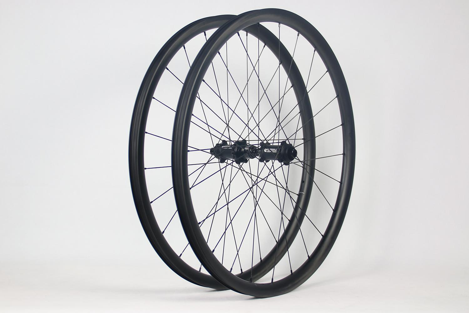 light-bicycle-ar28-rg922-700c-carbon-rims-laced-to-carbon-ti-x-hubs-road-disc