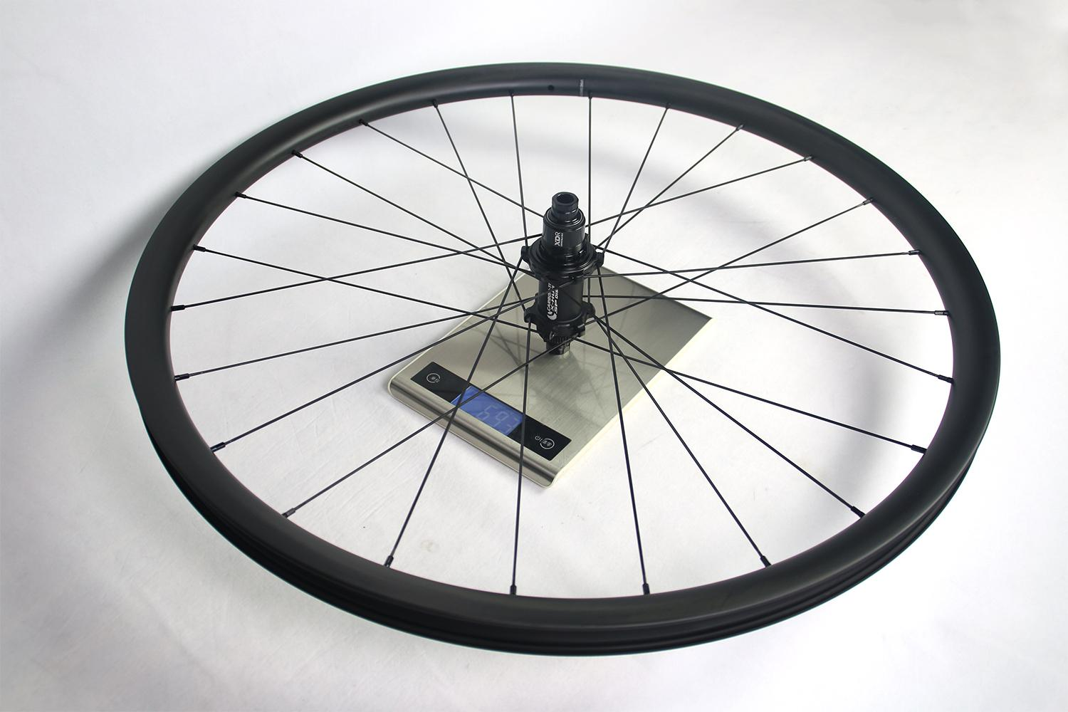 measured-weight-of-light-bicycle-ar28-rg92-rear-wheel-with-carbon-ti-x-hub-sp-disc