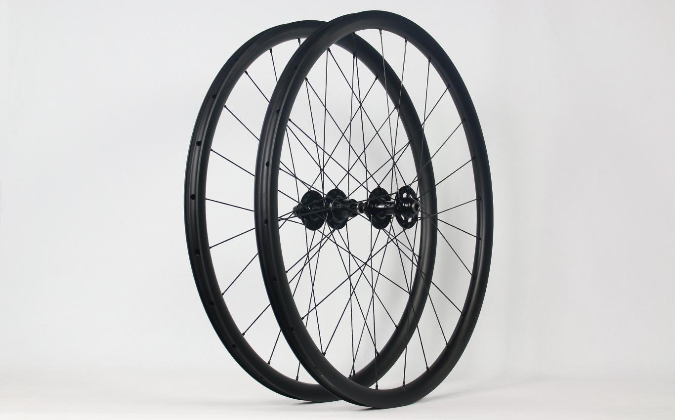 AR28-28mm-deep-700c-road-disc-carbon-wheelset