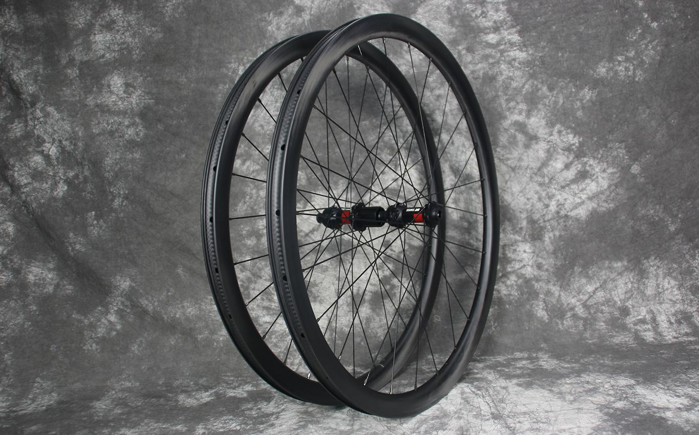 tubeless-compatible-ar35-carbon-road-wheelset
