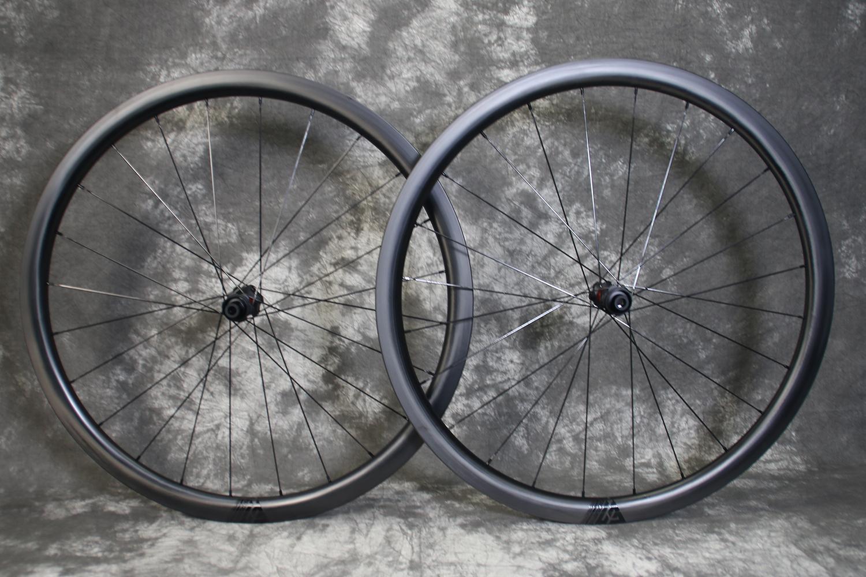 AR35-700c-road-disc-dt-240-exp-carbon-wheelset