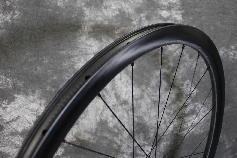 tubeless-compatible-carbon-road-disc-wheelset-700c