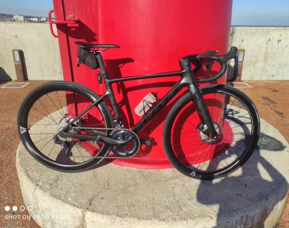 scott-road-bike-with-light-bicycle-ar35-disc-ar45-disc-carbon-wheels