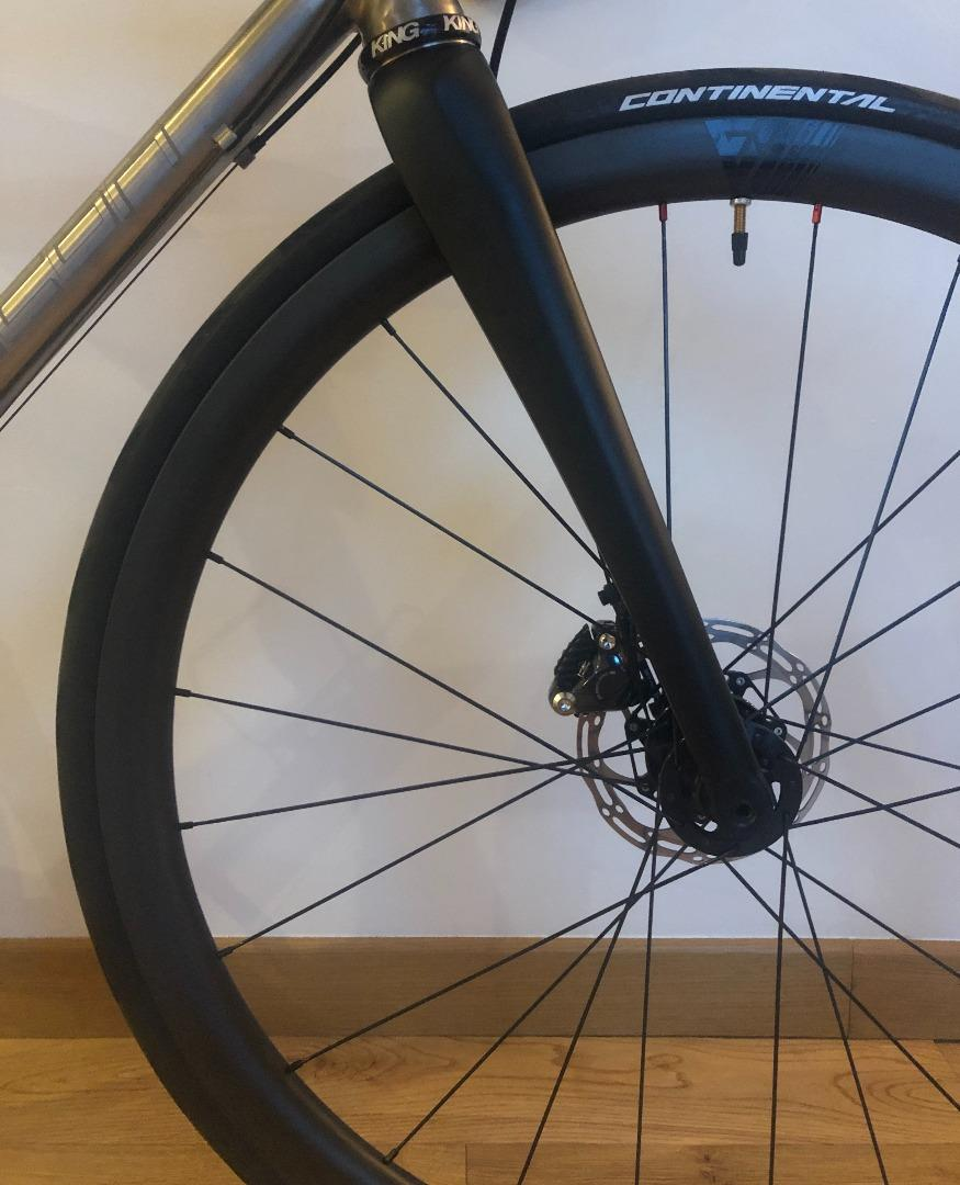 light-bicycle-ar35-disc-chris-king-r45d-wheel-front