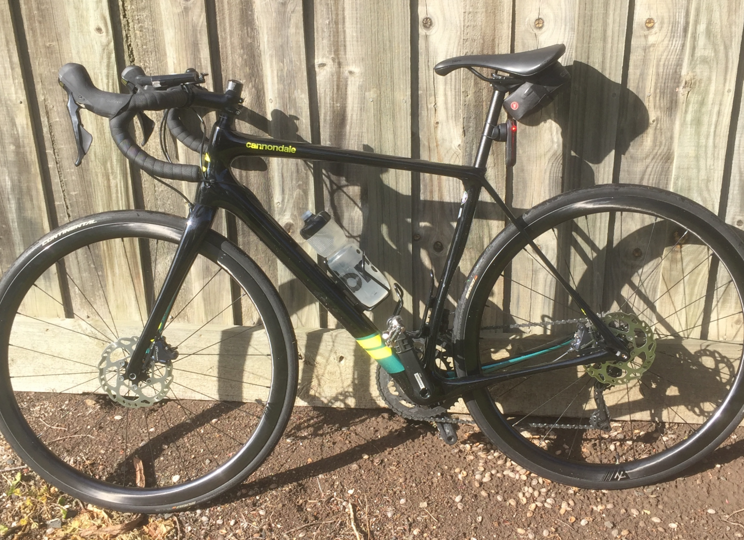 700c-AR35-paintless-carbon-wheelset-on-cannondale-synapse-carbon-frame