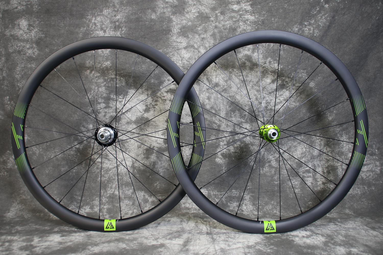 AR36-650b-36mm-carbon-gravel-wheelset-green-decals