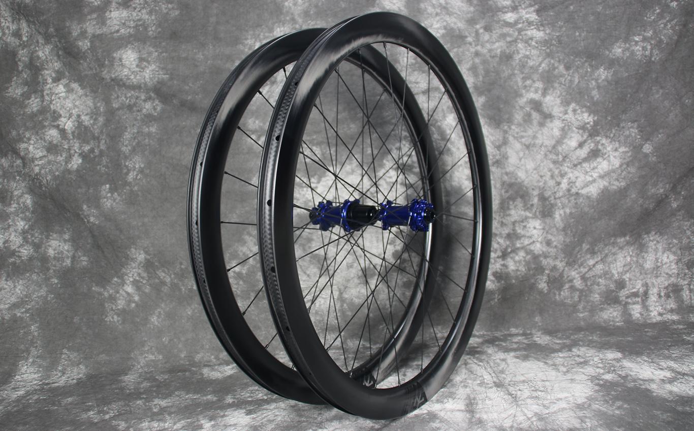 AR45-paintless-carbon-rims-laced-to-carbon-ti-x-hubs-sp-disc-blue