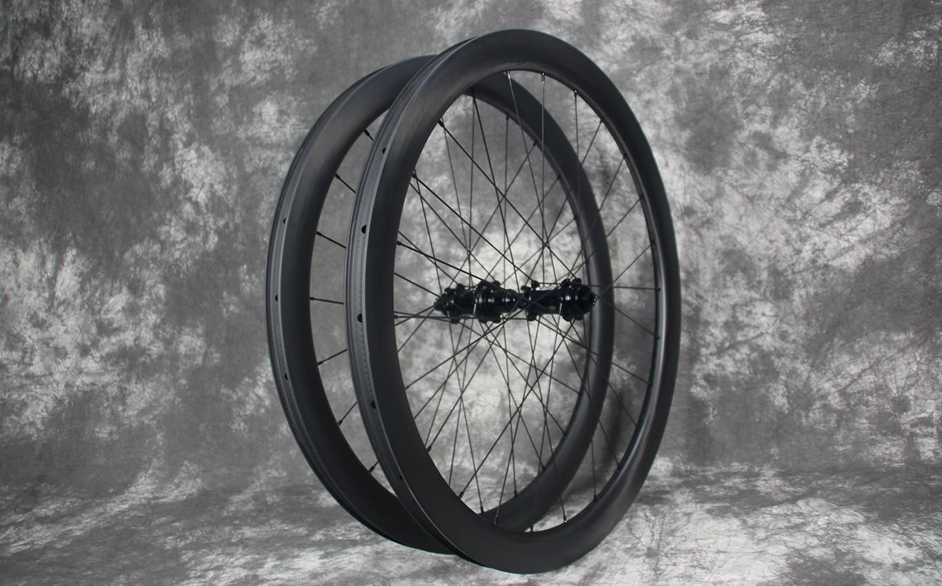 falcon-pro-AR45-28mm-wide-45mm-deep-paintless-carbon-wheelset-road-disc