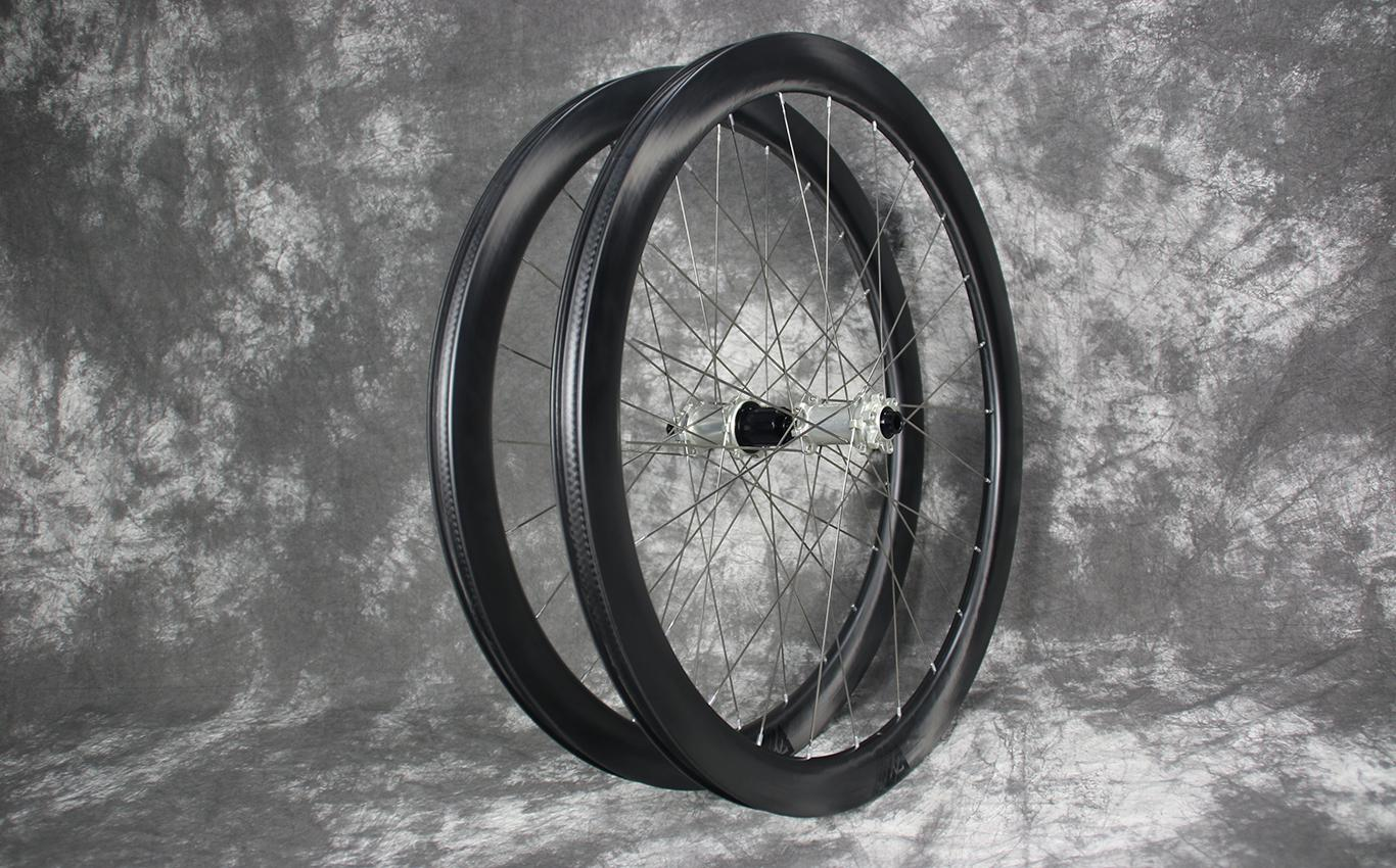 ar45-road-disc-carbon-wheelset-silver-spokes-hubs