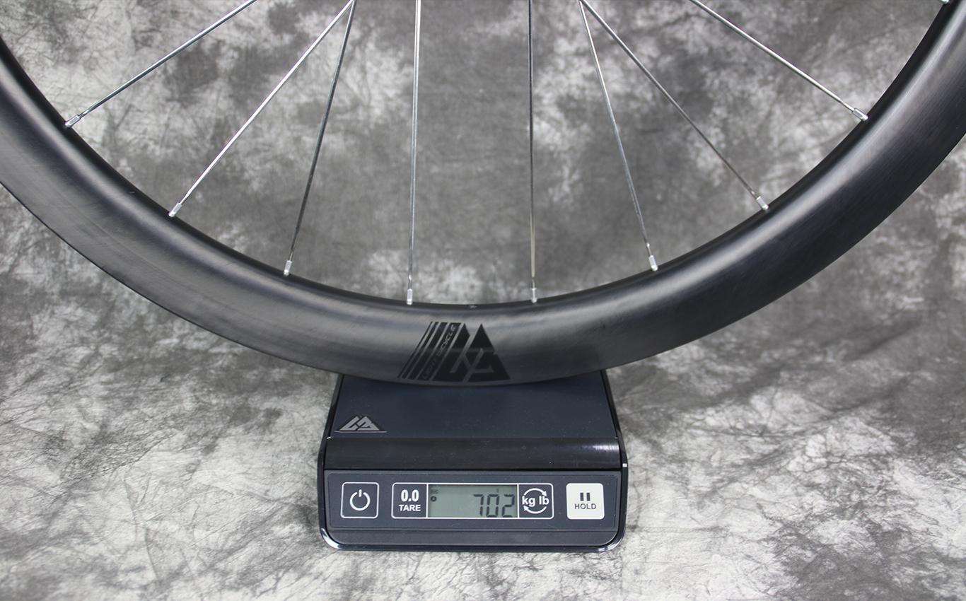 measured-weight-of-ar45-flyweight-carbon-wheel-rear