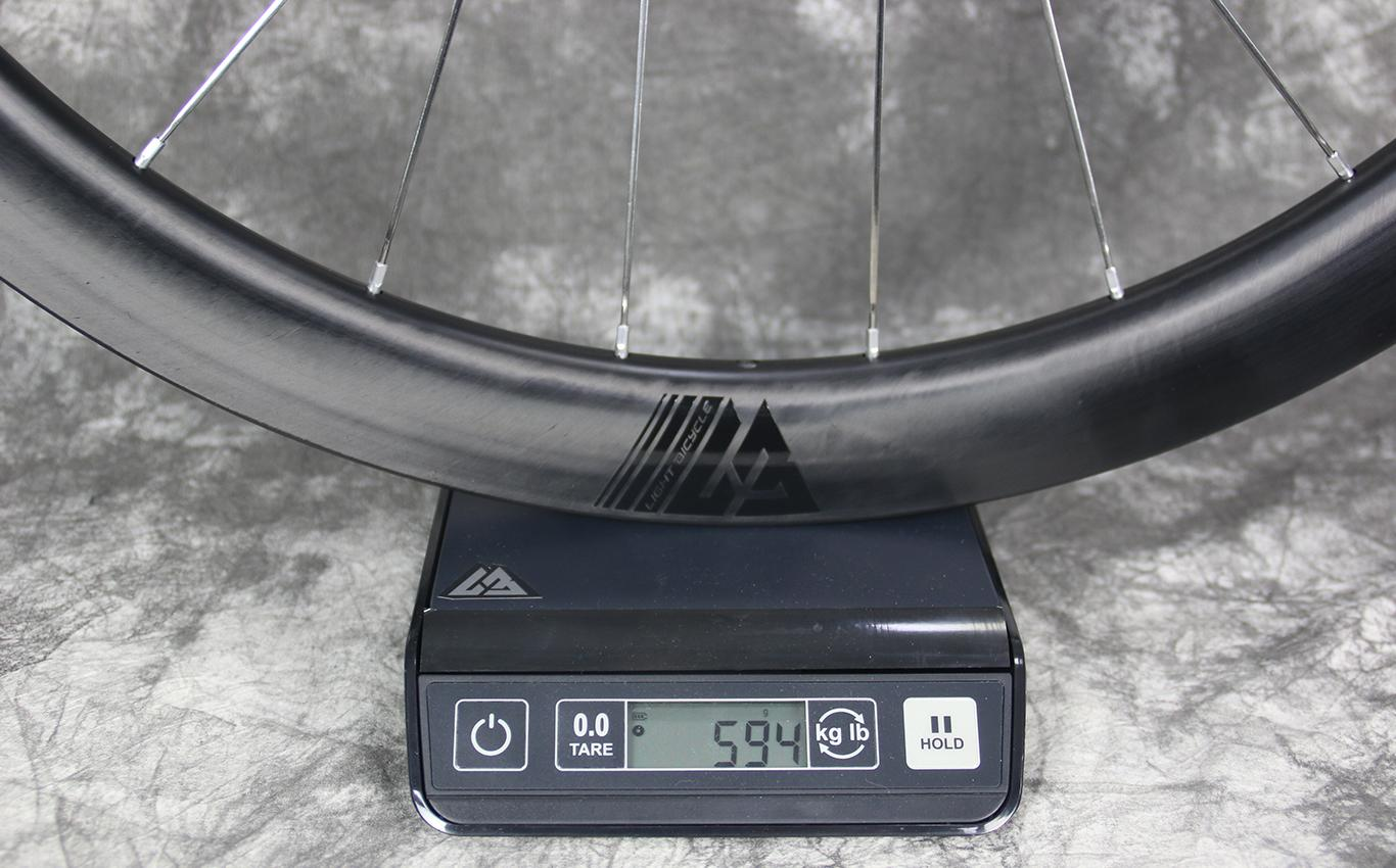 measuring-weight-of-AR45-carbon-wheel-front-carbon-ti-x-hub