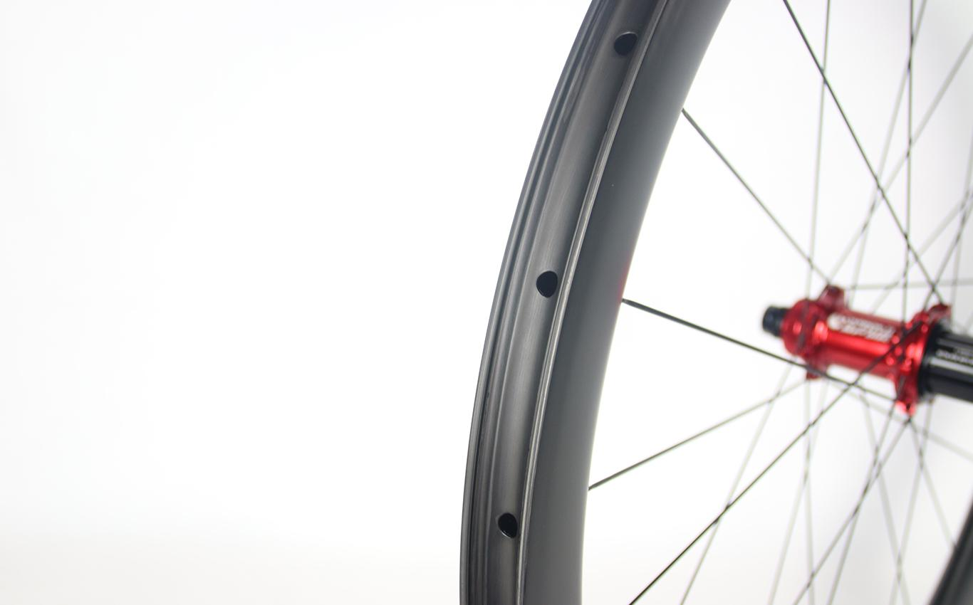 tubeless-compatible-gravel-road-bicycle-carbon-wheel