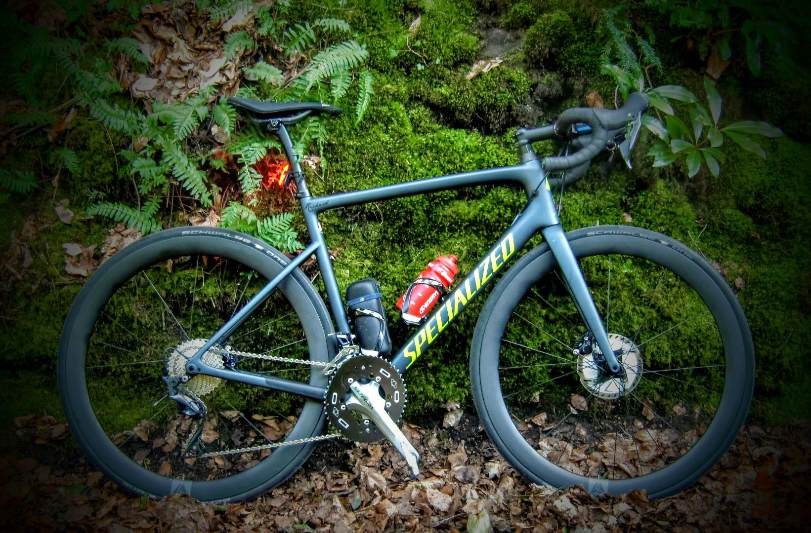 gravel-riding-solo-safe-during-covid-19-in-UK-with-specialized-road-bicycle-black-schwalbe-one-tires-LB-AR46-700c-carbon-fiber-gravel-cx-rims