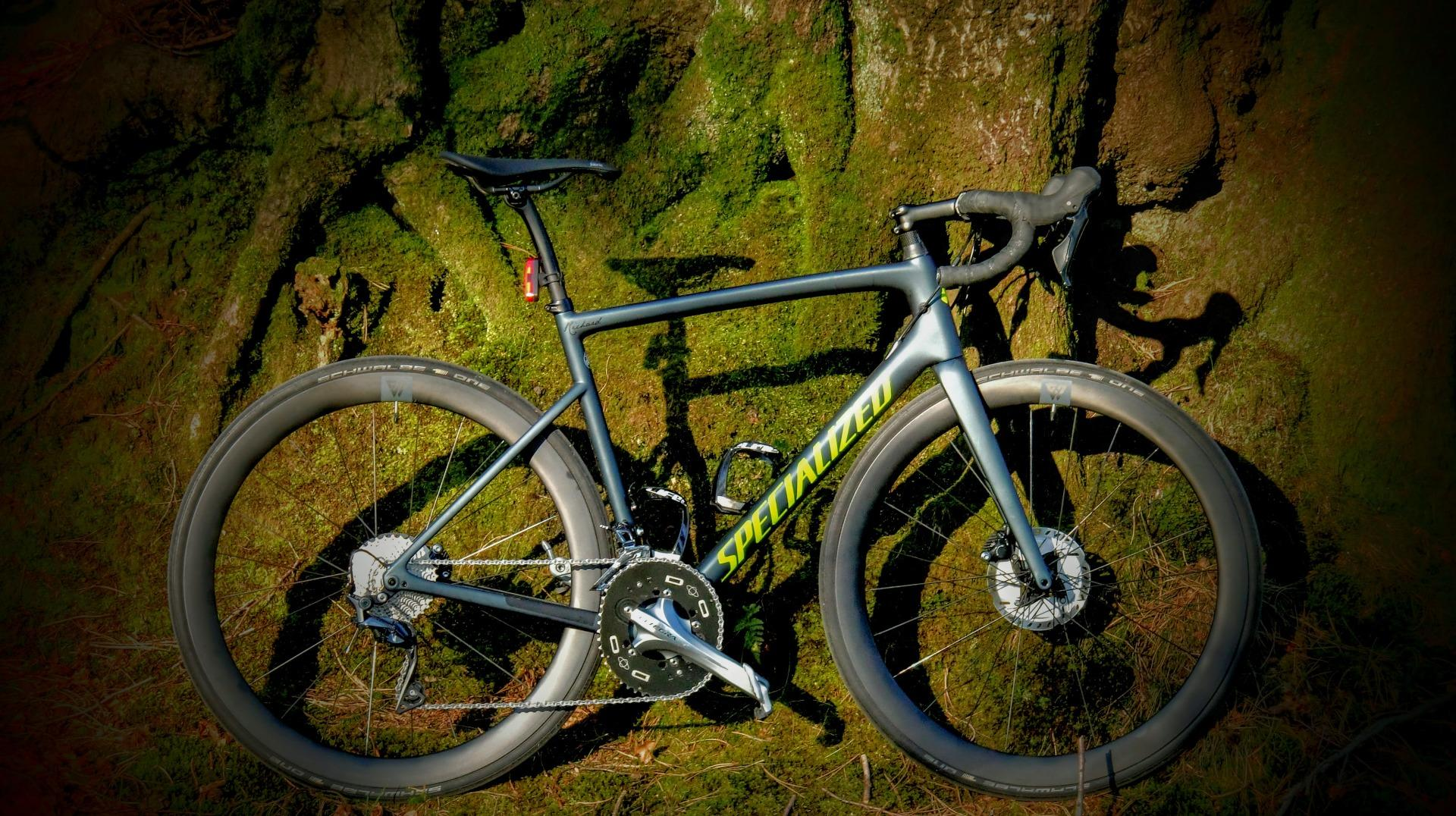 riding-solo-at-night-in-forest-on-specialized-performance-road-bike-with-Light-Bicycle-AR46-46mm-deep-aero-gravel-ud-matte-carbon-wheels