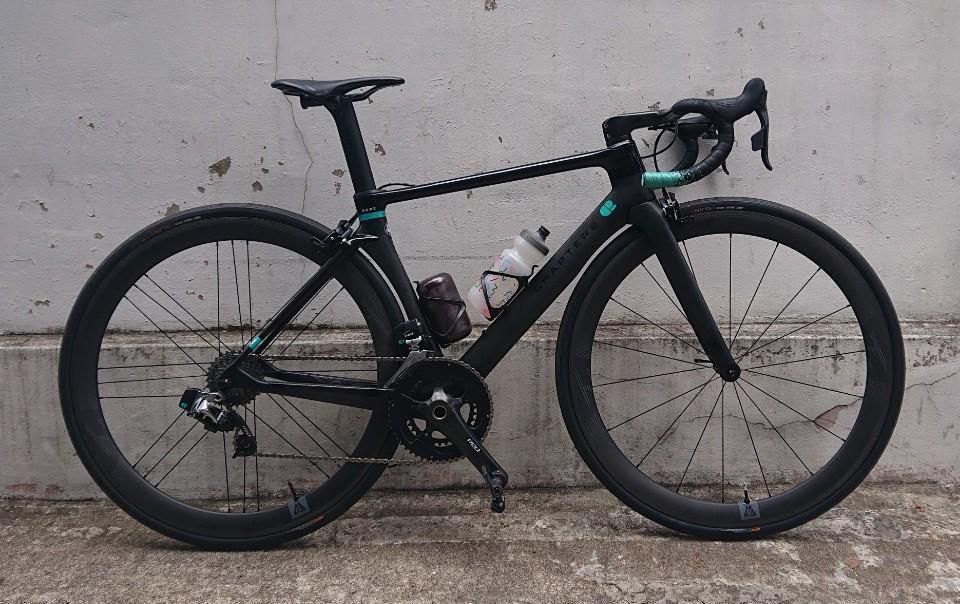 46mm-deep-28mm-wide-carbon-wheels-rim-brake-on-rere-road-bike-frameset