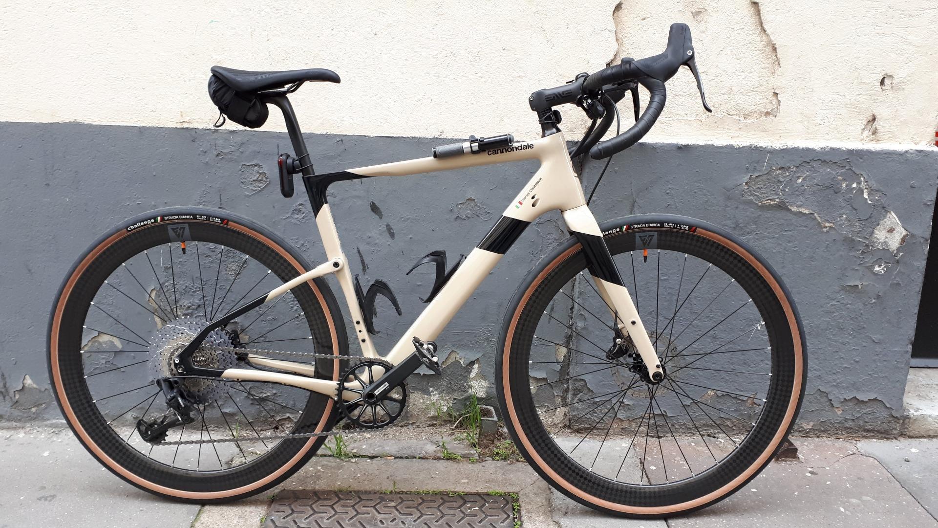 cannondale-road-bicycle-disc-brake-biege-black