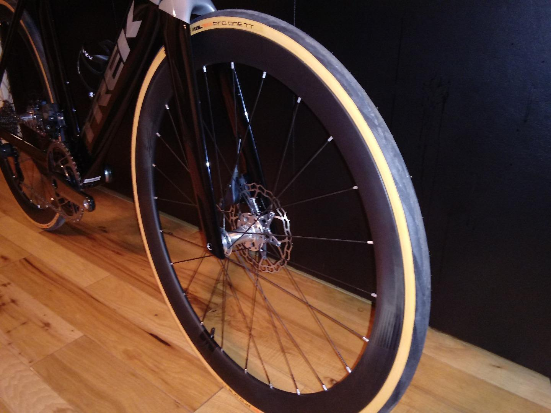 AR46-disc-carbon-wheel-front-