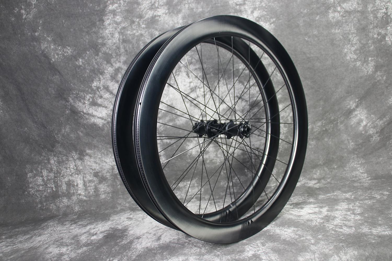 AR55-review-700c-carbon-ti-x-hub-carbon-wheelset