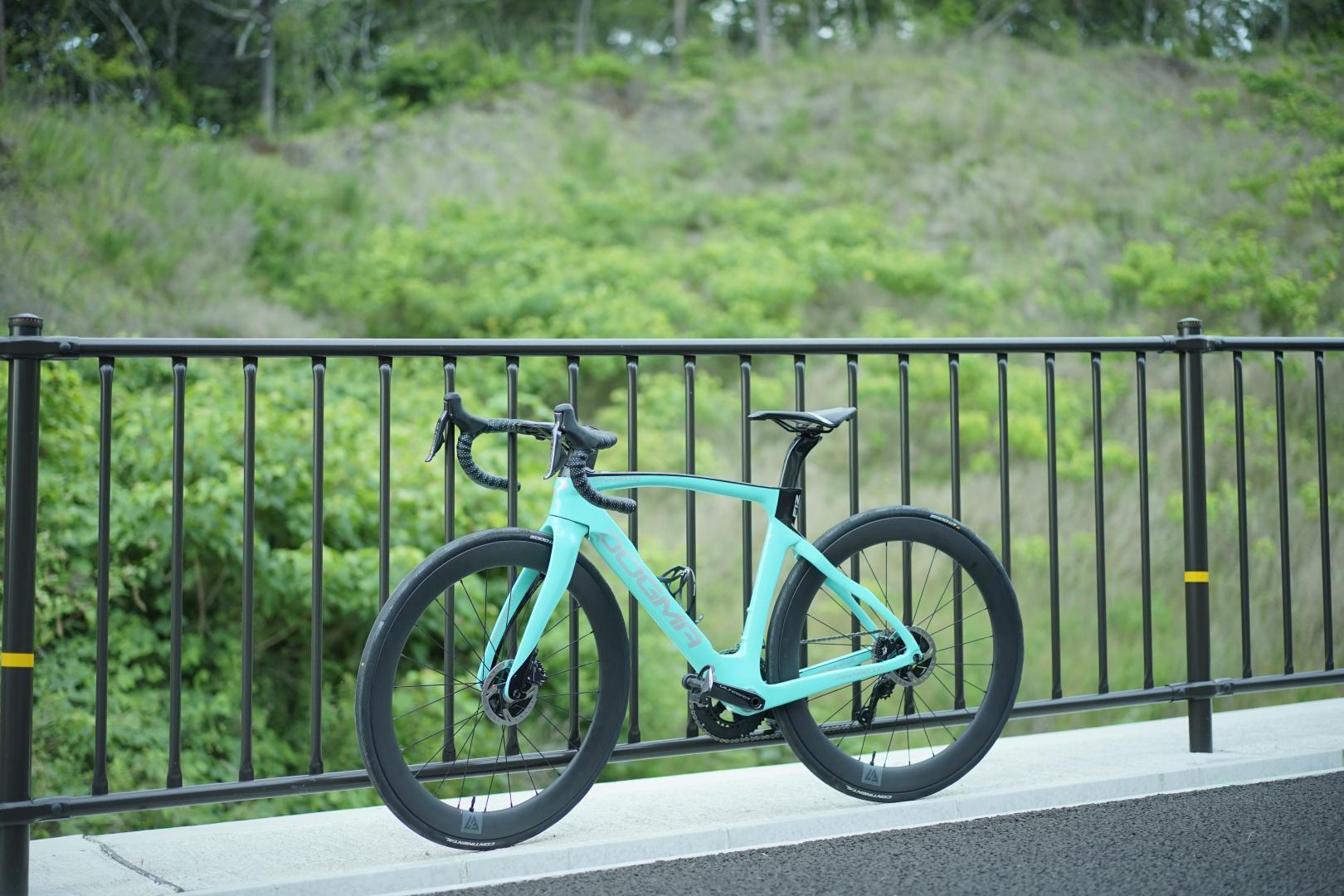 light-bicycle-ar56-tubeless-carbon-wheels-on-pinarello-dogma-f12-disc-frame