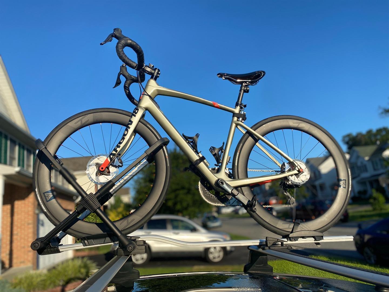 56mm-depth-carbon-wheelset-on-argon-18-dark-matter-road-disc-bike-frame