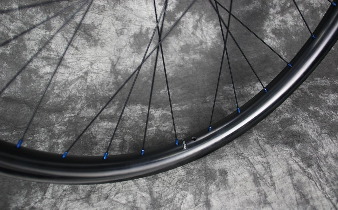 en732-paintless-finish-carbon-rim-mtb