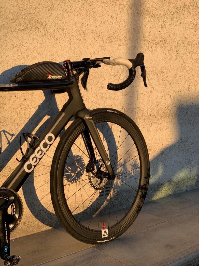 ceepo-stinger-disc-brake-road-bike-with-Light-Bicycle-R45-12k-carbon-wheelset