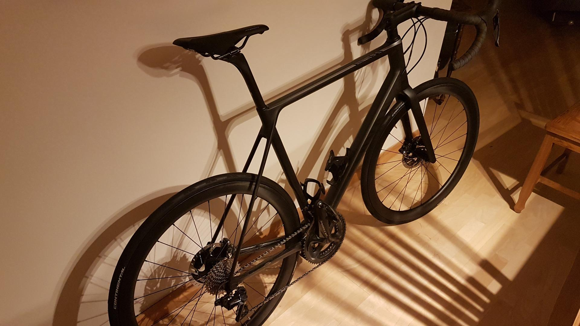 canyon-ultimate-cf-sl-road-bike-with-light-bicycle-r45-carbon-fiber-wheelset-and-continental-gp5000-tyres