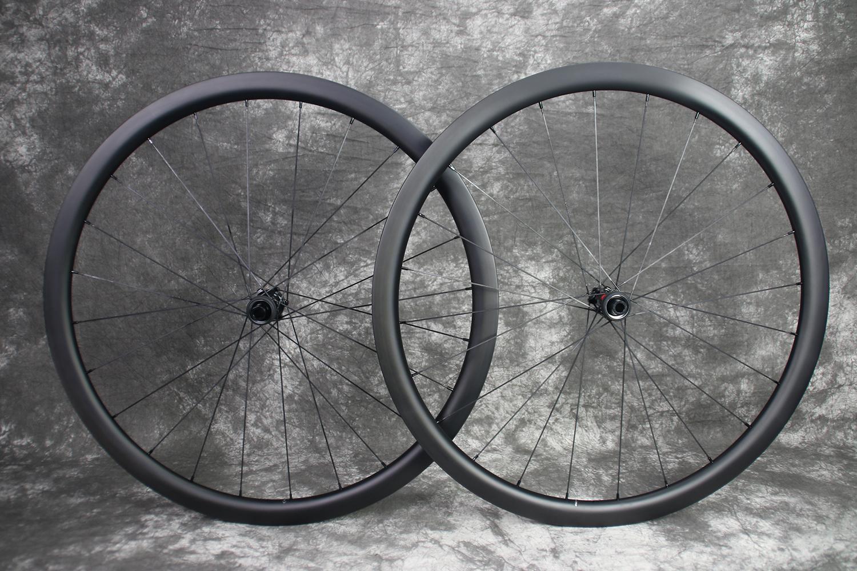 R35-700c-road-disc-ud-matte-carbon-wheelset
