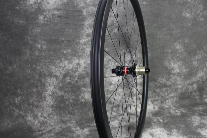 ar35-700c-road-disc-tubeless-compatible-carbon-wheel