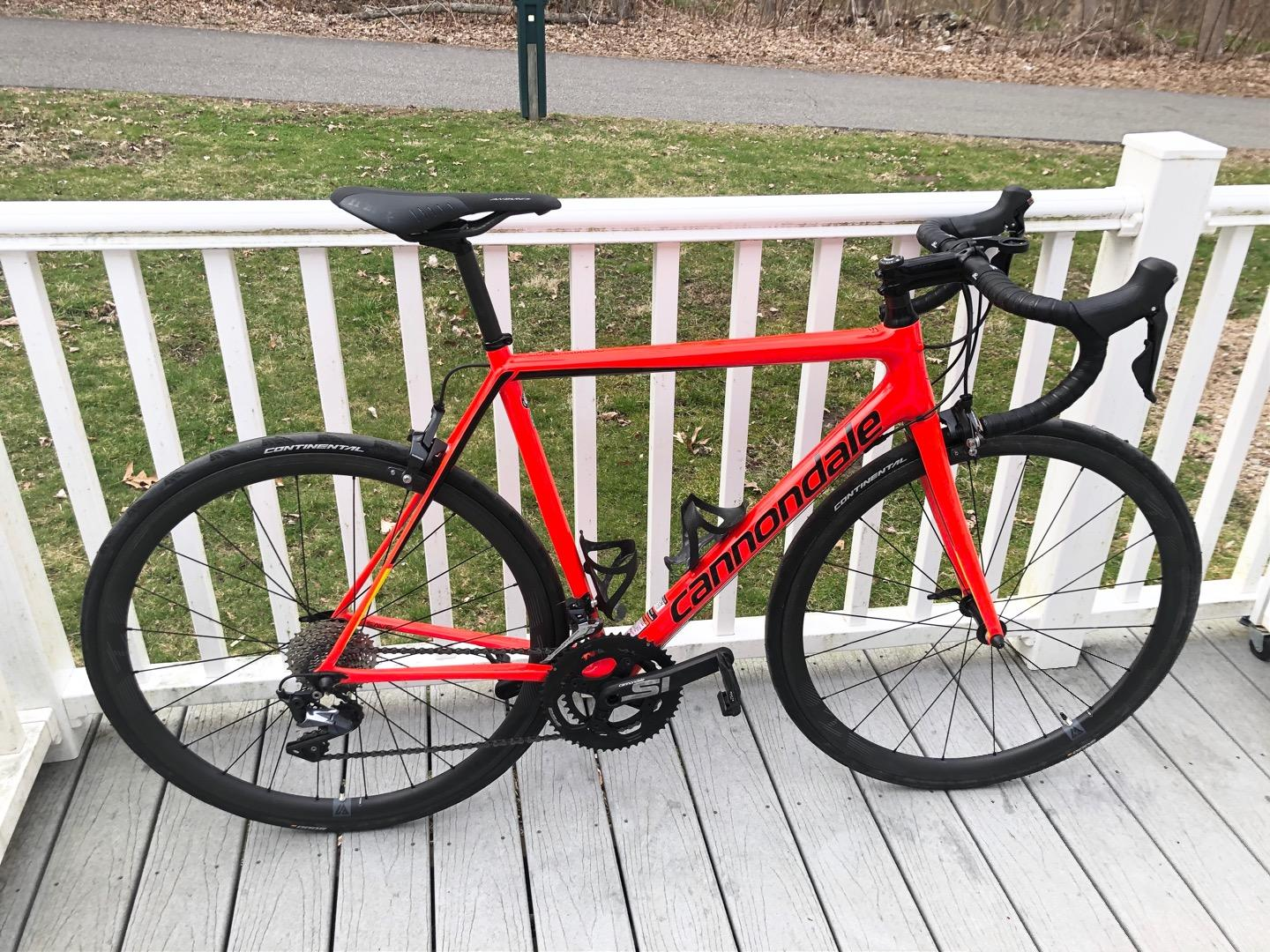 cannondale-supersix-road-bike-frame-red-built-with-light-bicycle-r35-carbon-wheels-