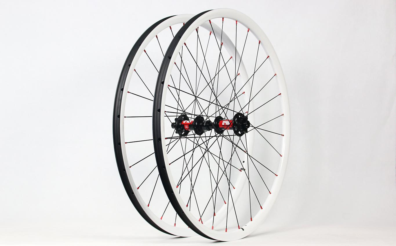 light-bicycle-rm29c06-flyweight-carbon-wheelset-with-dt-swiss-240-classic-road-hubs