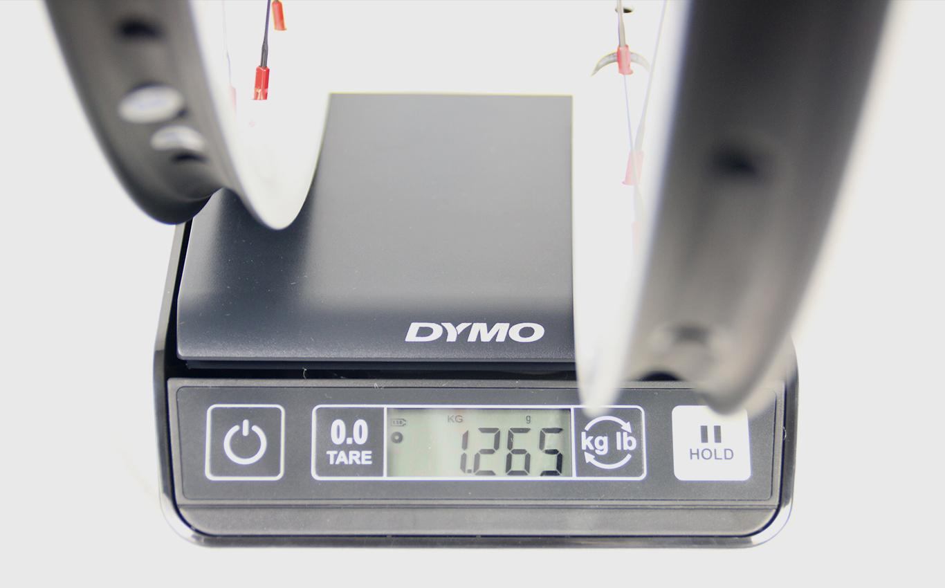 measuring-weight-of-light-bicycle-rm29c06-mtb-wheelset