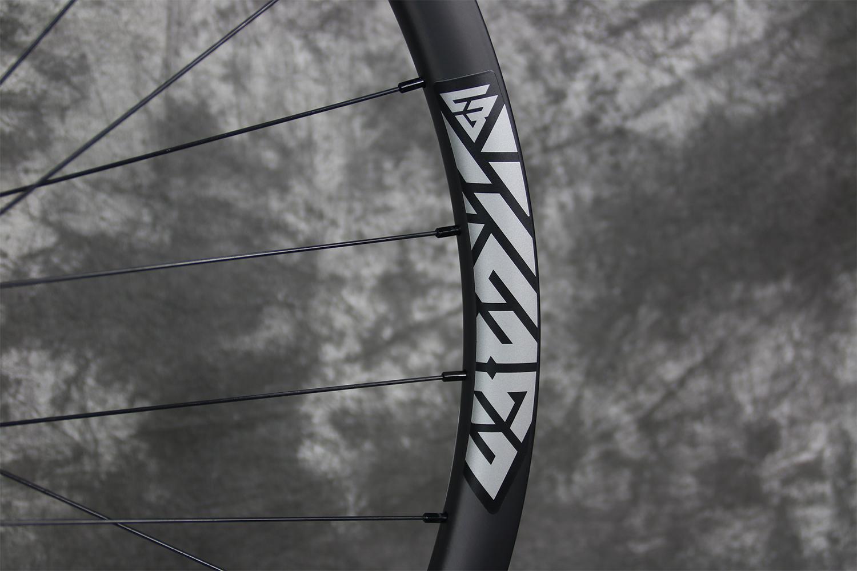 25mm-deep-mtb-carbon-wheel-stealth-sticker
