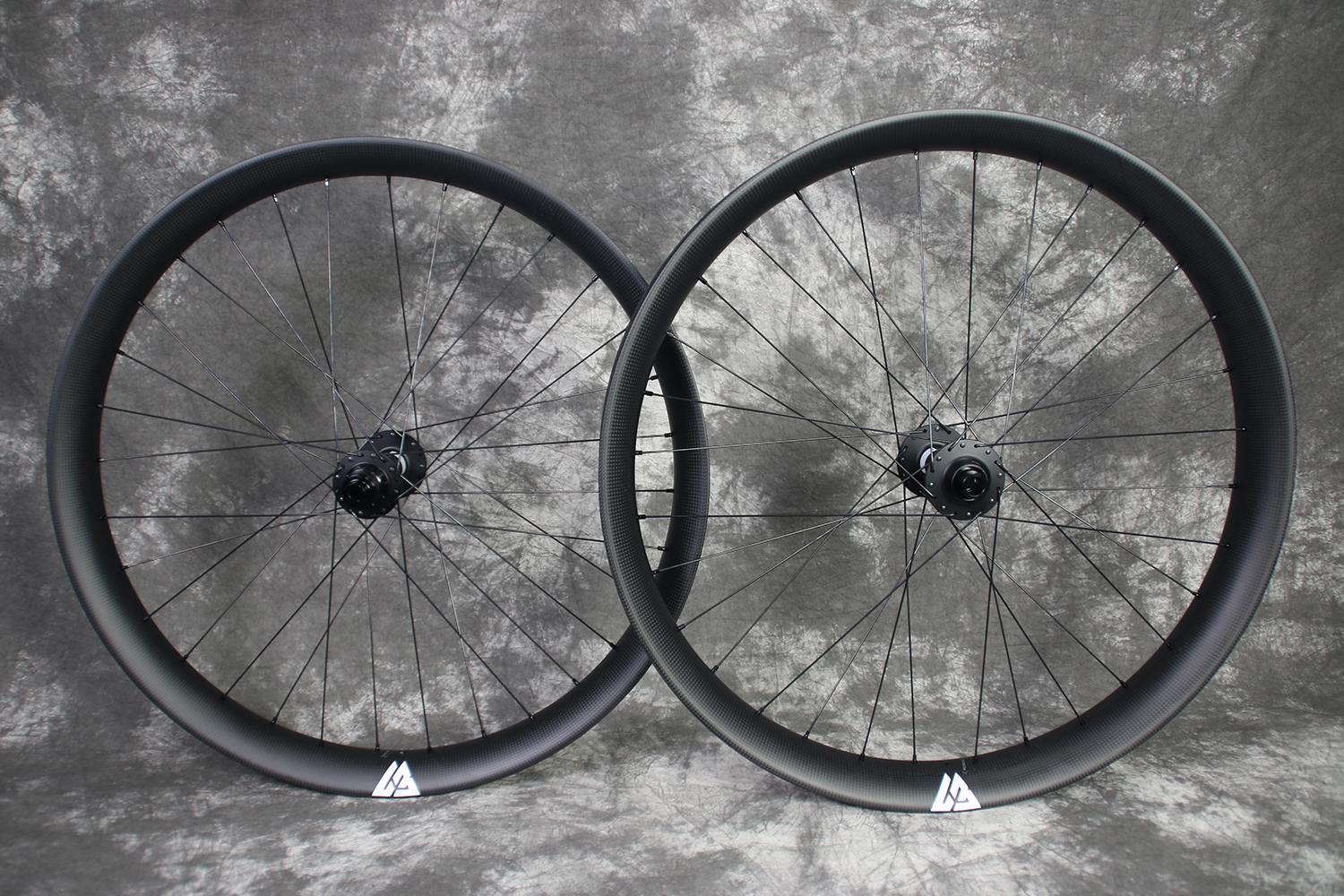 27.5-RSNOW05-carbon-wheelset-white-decals